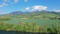 Blick aus den Ferienhäusern in Richtung Hausberg Velky Choc