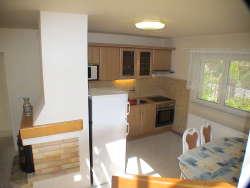 Eine von den beiden identischen Küchen