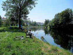 Fischfang an dem Spazierweg ab Villa JOSKA