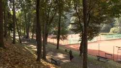 Park in der Nähe mit Tennisplätzen