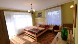 Schlafzimmer 3 : 1xEhebett 2x90x200 + 1xKinderbett
