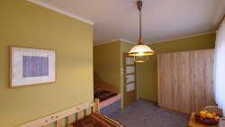 Schlafzimmer 4 : 1xEhebett 2x90x200 + 1xSolobett 130x200