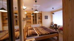 Schlafzimmer 1: 1xEhebett 2x90x200