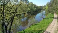 Spaziergang ab Haus entlang des Flusses Jizera - in beiden Richtungen mehrere km möglich