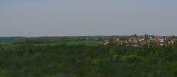 Blick auf das Dorf, wo sich die Häuser KARETA und JOSKA befinden, von der Altstadt der nahegelegenen Stadt Mlada Boleslav